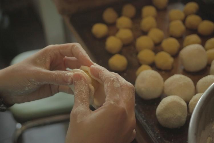 shaping mung balls